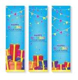 Bandera Editable del feliz cumpleaños con las cajas de regalo y el sistema de la decoración del confeti bandera azul del fondo Imagen de archivo libre de regalías