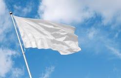 Bandera en blanco blanca que agita en el viento Imagen de archivo libre de regalías
