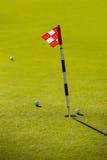 Bandera en el campo de golf Imagenes de archivo