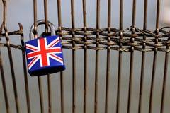 Bandera en un candado del brexit, Reino Unido, isolationis del Union Jack Foto de archivo