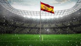 Bandera española contra fondo de la nieve en el estadio de fútbol