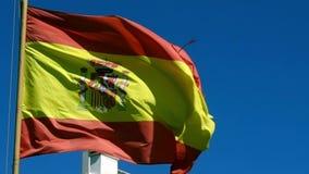 Bandera española en viento almacen de metraje de vídeo
