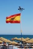 Bandera española en la playa de Benalmadena Imágenes de archivo libres de regalías