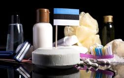 Bandera estonia en el jabón con todos los productos para la gente Fotos de archivo libres de regalías