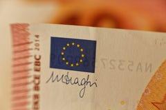 Bandera euro en una nota euro Foto de archivo libre de regalías