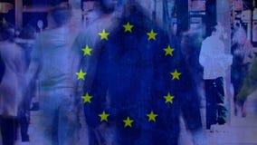 Bandera europea con la gente que camina en la calle ilustración del vector