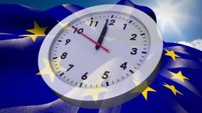 Bandera europea y bandera BRITÁNICA que renuncia detrás del reloj análogo stock de ilustración