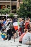 Bandera francesa en la protesta contra la ley de Macron Imagen de archivo