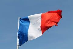 Bandera francesa que vuela arriba Fotos de archivo
