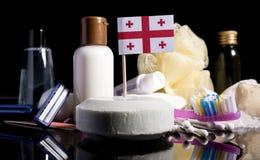 Bandera georgiana en el jabón con todos los productos para la gente Fotos de archivo