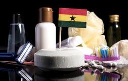 Bandera ghanesa en el jabón con todos los productos para la gente Imagenes de archivo