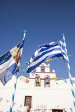 Bandera griega con las campanas de iglesia en el fondo Foto de archivo libre de regalías