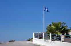 Bandera griega en la isla de Kos Imagen de archivo