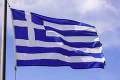 Bandera griega que agita en el viento Imagen de archivo