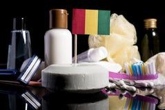Bandera guineana en el jabón con todos los productos para la gente Fotos de archivo