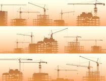 Bandera horizontal del emplazamiento de la obra con las grúas y el edificio Imagenes de archivo