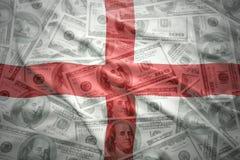 Bandera inglesa que agita colorida en un fondo del dinero del dólar Imágenes de archivo libres de regalías