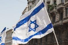 Bandera israelí en el desfile del día de la liberación Foto de archivo