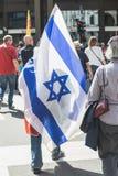 Bandera israelí en el desfile del día de la liberación Fotografía de archivo libre de regalías