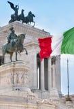 Bandera italiana en el monumento de Vittoriano Fotos de archivo libres de regalías