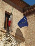 Bandera italiana y bandera de la UE Imagenes de archivo