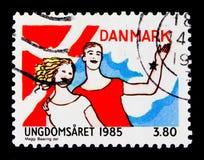 Bandera, muchacha y muchacho, serie internacional del año de la juventud, circa 1985 Imagen de archivo
