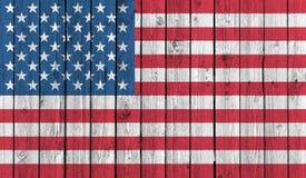 Bandera nacional americana en viejo fondo de madera Foto de archivo