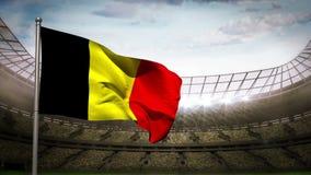 Bandera nacional de Bélgica que agita en arena del estadio ilustración del vector