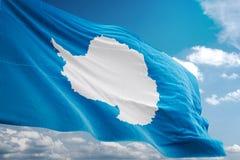 Bandera nacional de la Antártida que agita el ejemplo realista 3d del fondo del cielo azul ilustración del vector