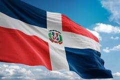 Bandera nacional de la República Dominicana que agita el ejemplo realista 3d del fondo del cielo azul stock de ilustración
