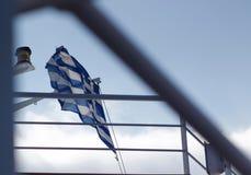 Bandera nacional griega que agita en el cielo imágenes de archivo libres de regalías