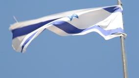 Bandera nacional israelí que agita en el viento en el soporte de la aceituna en Jerusalén, Israel almacen de metraje de vídeo