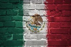 Bandera nacional pintada de México en una pared de ladrillo Foto de archivo libre de regalías