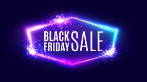 Bandera negra de la venta de viernes en el fondo de neón Foto de archivo libre de regalías