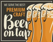 Bandera para la cerveza en golpecito con tres vidrios de cerveza ilustración del vector