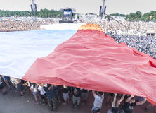 Bandera polaca separada con la audiencia Fotografía de archivo