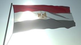 Bandera que agita de Egipto contra el sol y el cielo brillantes Animaci?n loopable realista 3D ilustración del vector