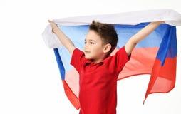 Bandera rusa nacional del control del patriota del muchacho del deporte de la fan que celebra el espacio de risa sonriente feliz  Imágenes de archivo libres de regalías