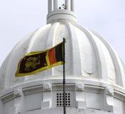 Bandera srilanquesa en cuadrado de la independencia fotografía de archivo libre de regalías