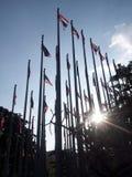 Bandera tailandesa debajo del cielo Fotos de archivo