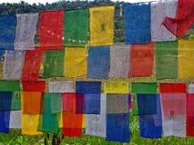 Bandera tibetana del rezo para la fe, la paz, la sabiduría, la compasión, y el st imagen de archivo