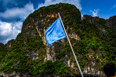 Bandera y montaña de la nave Imagen de archivo libre de regalías