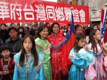 Bandera y mujeres en el festival Fotos de archivo libres de regalías