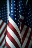 Banderas americanas en línea foto de archivo libre de regalías