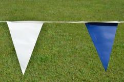 Banderas azules y blancas Imagenes de archivo