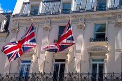 Banderas británicas en Londres Imágenes de archivo libres de regalías