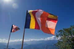 Banderas budistas del rezo en Sikkim Foto de archivo