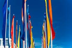 Banderas coloridas contra el cielo azul Imágenes de archivo libres de regalías