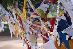 Banderas coloridas del rezo Foto de archivo