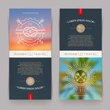 Banderas con el dibujo lineal náutico y muestras y emblemas del viaje del verano Fotos de archivo libres de regalías